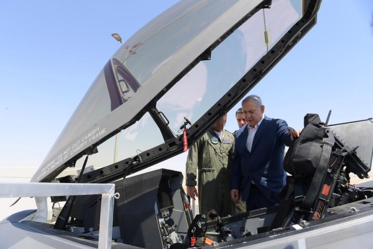 נתניהו בטייסת ה-F35 (צילום: עמוס בן גרשום, לע''מ)