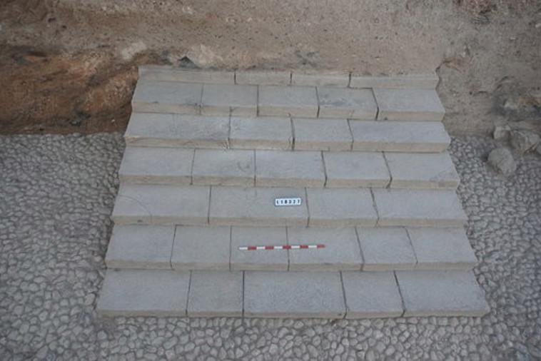 המדרגות שהתגלו בתל חצור. צילום: חפירות קרן זלץ בחצור לזכר יגאל ידין
