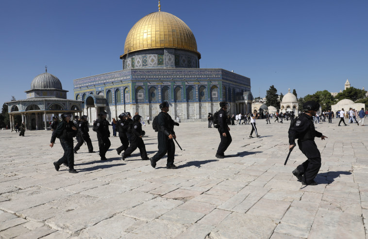 כוחות משטרה בהר הבית (צילום: AFP)
