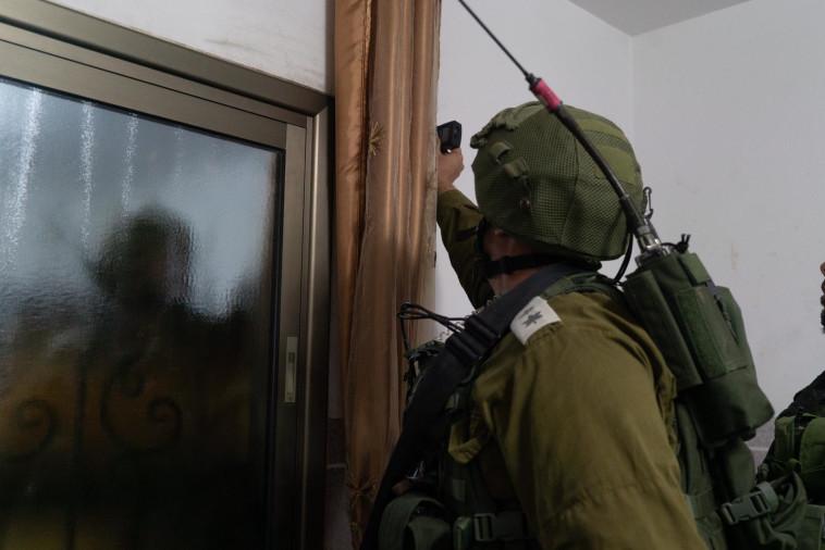 """כוחות צה""""ל ממפים את בתי החשודים ברצח דביר שורק ז""""ל. צילום: דובר צה""""ל"""
