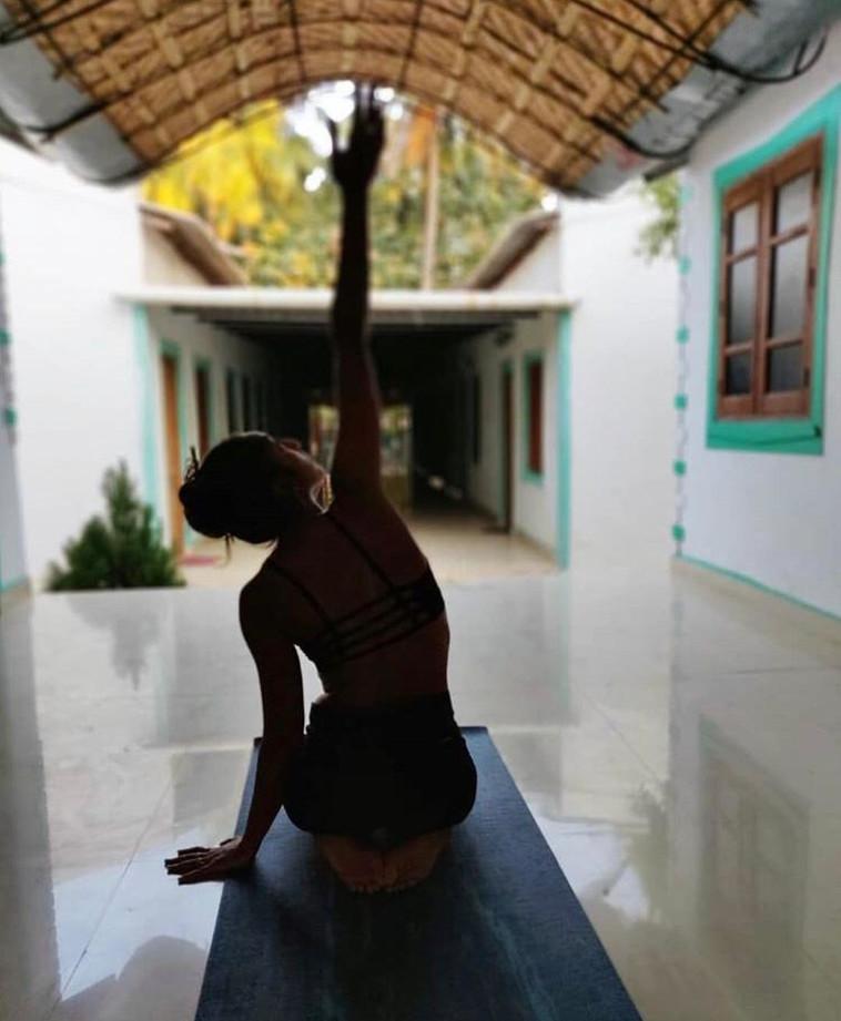 למדה ותרגלה יוגה. יששכר בהודו. צילום באדיבות המשפחה