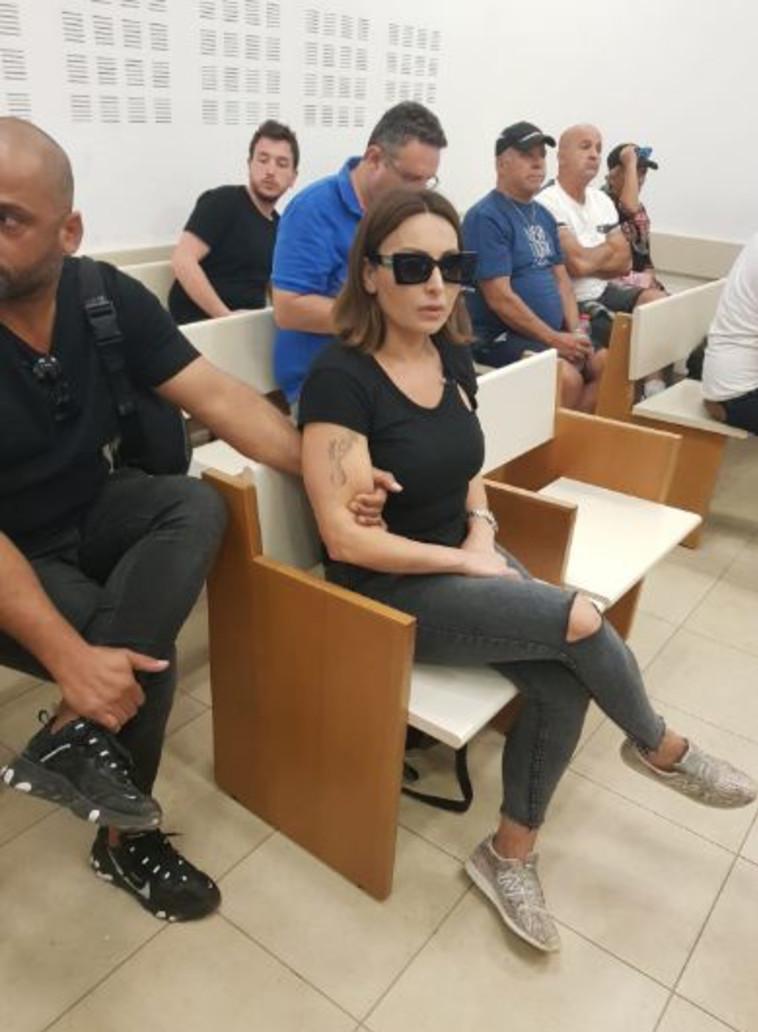 בר ויכמן, בתו של דוד אגייב בבית המשפט. צילום: אלון חכמון