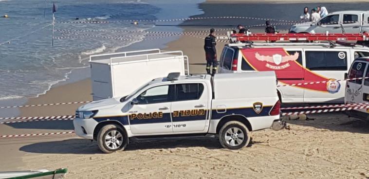 """כוחות משטרה בחוף הים בת""""א. צילום: דוברות המשטרה"""