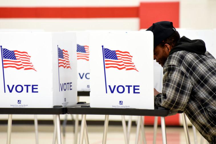 הצבעה בבחירות לנשיאות ארצות הברית, אילוסטרציה (למצולם אין קשר לנאמר בכתבה) (צילום: רויטרס)