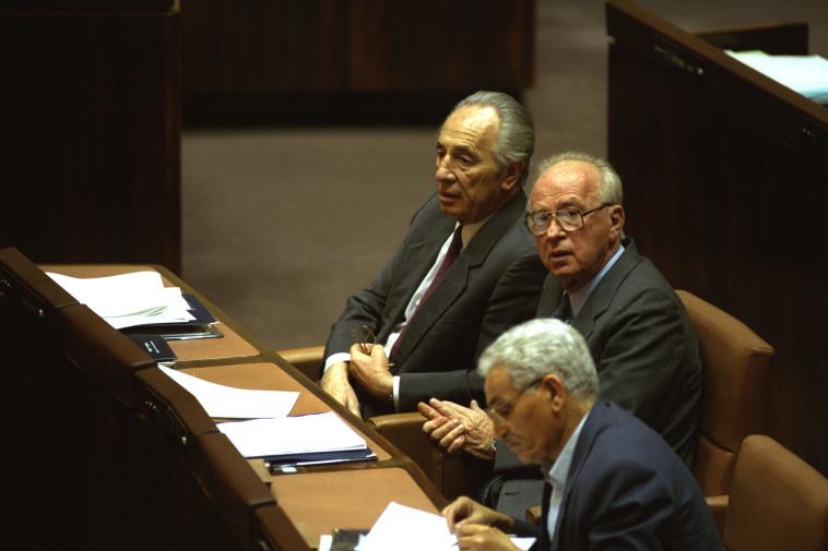 ישראל קיסר עם יצחק רבין ושמעון פרס  (צילום: צביקה ישראלי, לע''מ)