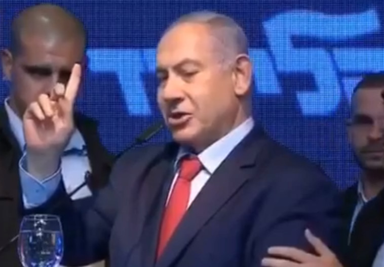 נתניהו מורד מן הבמה באשדוד. צילום: צילום מסך פייסבוק