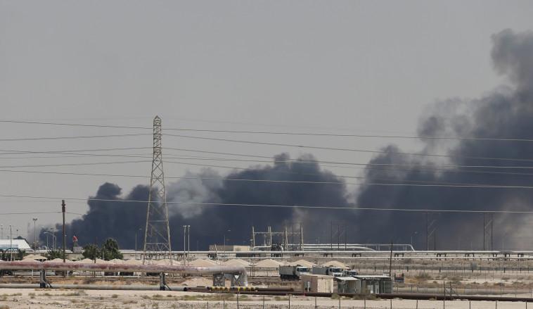 פגיעה בייצור של מיליוני חביות ביום. השריפה במתקן אראמקו שהותקף, צילום: רויטרס