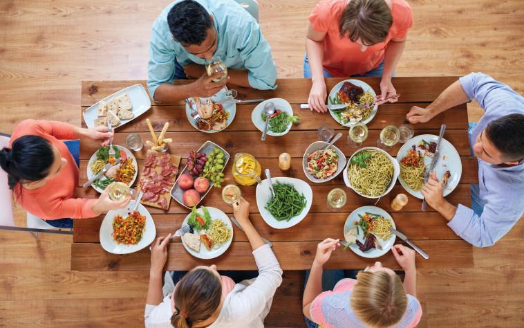ארוחה משפחתית (צילום: אינגאימג')