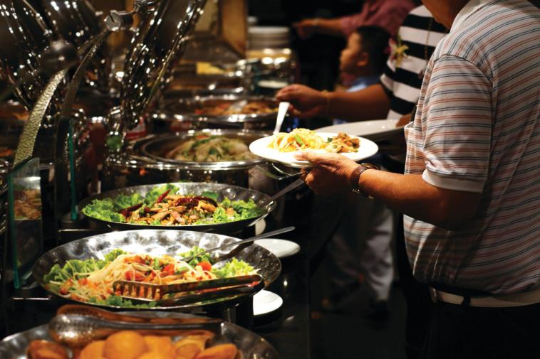 בופה אוכל, אילוסטרציה (למצולמים אין קשר לנאמר בכתבה) (צילום: אינג אימג')
