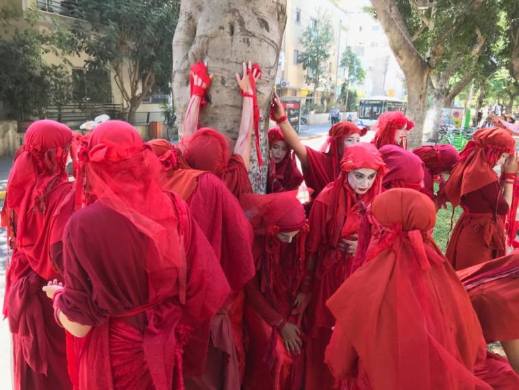 הבריגדה האדומה בהפגנה למאבק במשבר האקלים (צילום: XR ישראל)