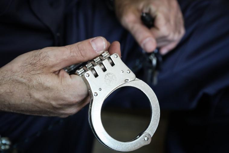 אזיקים, משטרה (צילום:  פלאש 90,יוסי זמיר)