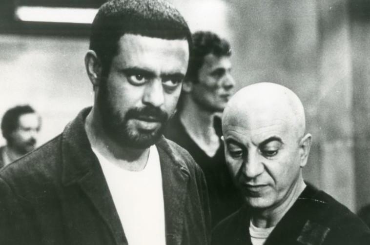 """רמי דנון וארנון צדוק ב""""מאחורי הסורגים"""". יחסי ציבור,מתוך הסרט"""
