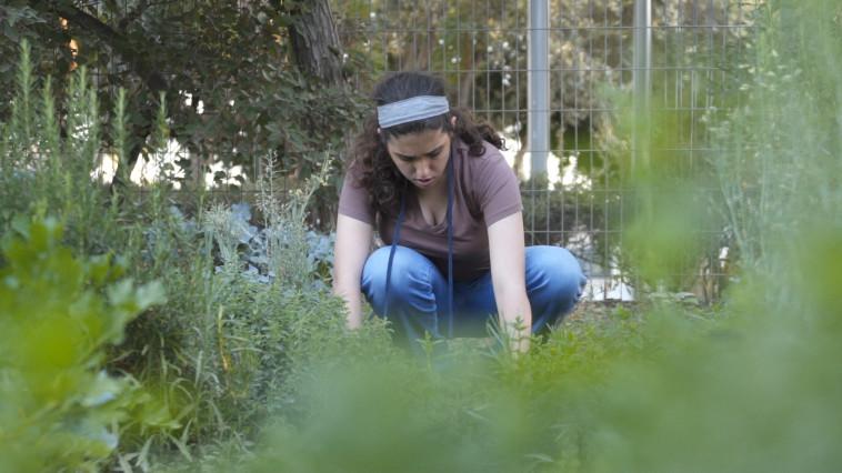 ההתנדבות הפכה את אנה לאדם שמח ובוגר יותר - צילום HoopA creative