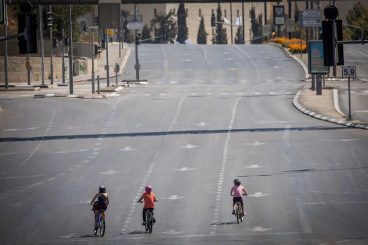 רכיבה על אופניים ביום כיפור בירושלים (צילום: יונתן זינדל, פלאש 90)