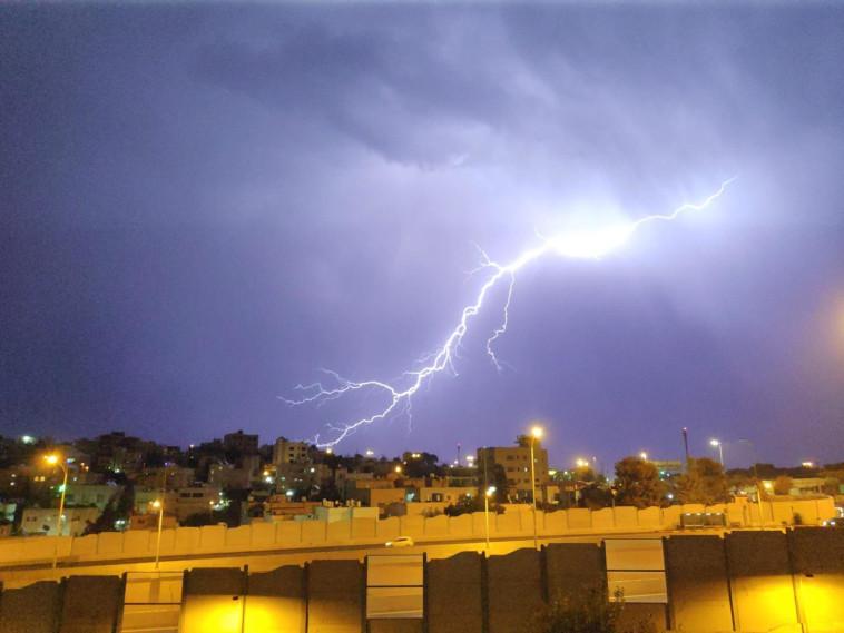 ברקים בשכונת בית צפפא בירושלים. צילום: יוסי זאבי