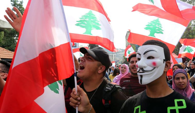 לבנונים מפגינים נגד הממשל. צילום: רויטרס