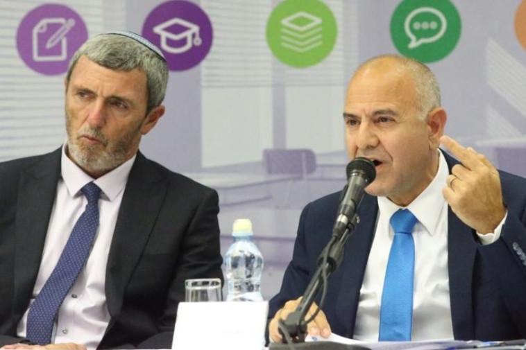 שר החינוך רפי פרץ ומנכ''ל משרדו שמואל אבוהב מכריזים על מודל הערכה חדש  (צילום: אבשלום ששוני)
