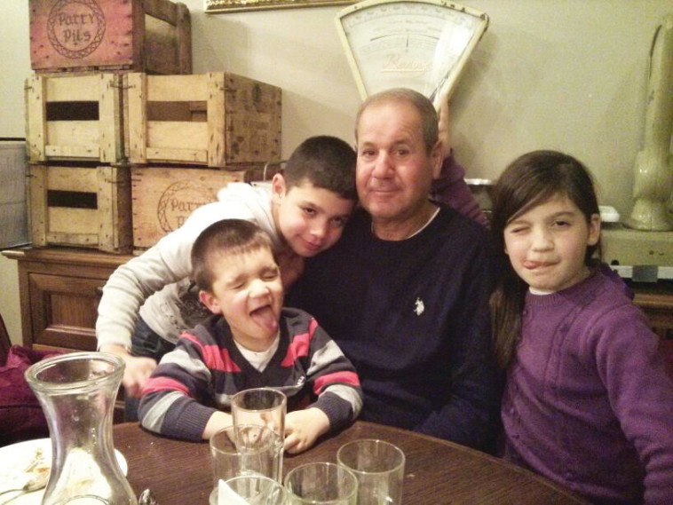 """דני פחימה ז""""ל עם בני משפחתו. צילום: פרטי"""