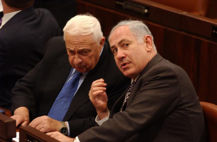 אריאל שרון ובנימין נתניהו בכנסת (צילום: פלאש 90)