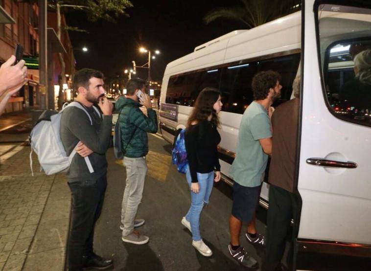 תחבורה ציבורית בשבת בתל אביב (צילום: אבשלום ששוני)