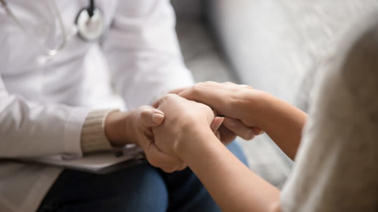 סיוע לחולי אלצהיימר ומשפחתם. צילום: שאטרסטוק.