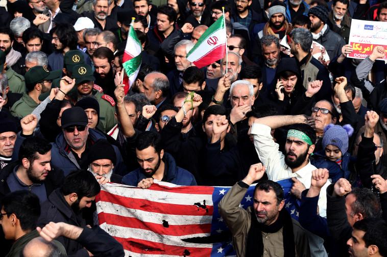 מפגינים באיראן. צילום: רויטרס