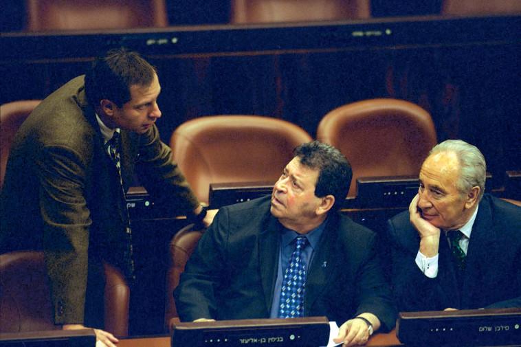 פינס עם שמעון פרס ובנימין בן אליעזר בכנסת, 2001