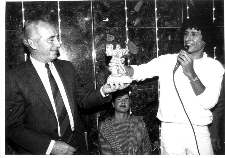 נסים גרמה, שמעון פרס, 1986. צלם : נאור רהב