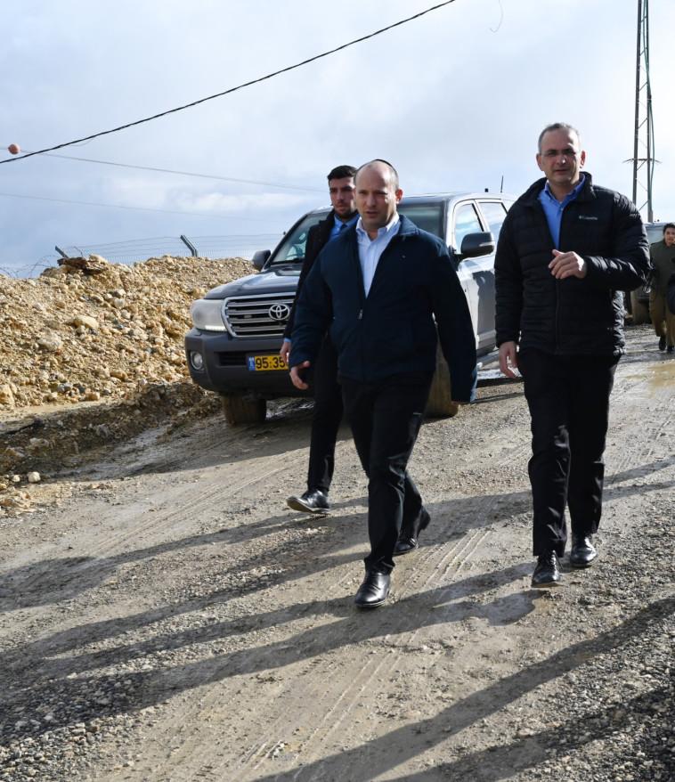 בנט בבקעת הירדן. צילום: אריאל חרמוני, משרד הביטחון