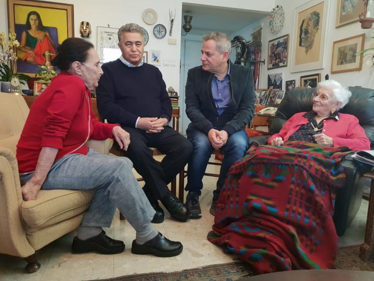 יעל דיין עם אמה רות, ניצן הורוביץ ועמיר פרץ. צילום: דוברות העבודה-גשר-מרצ