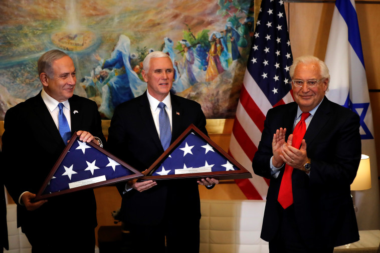 השגריר פרידמן, פנס ונתניהו. צילום: REUTERS/Ammar Awad