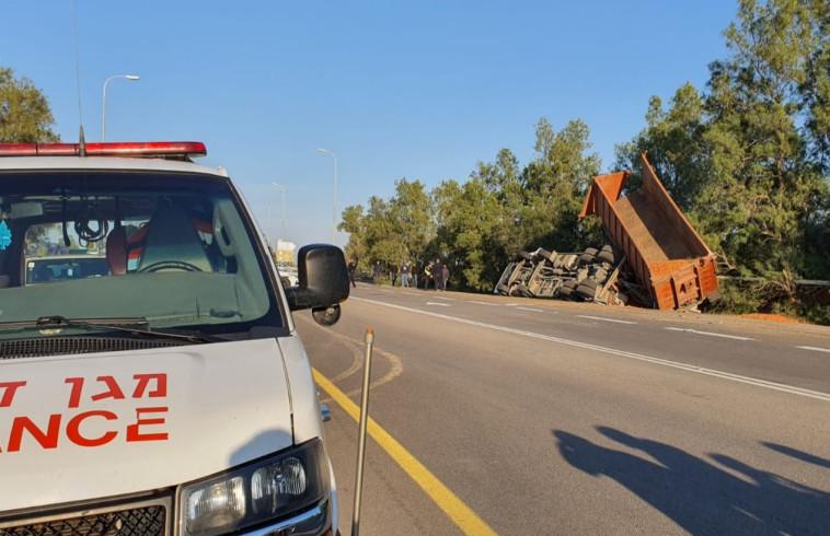 """התאונה בכביש 232. צילום: תיעוד מבצעי מד""""א"""