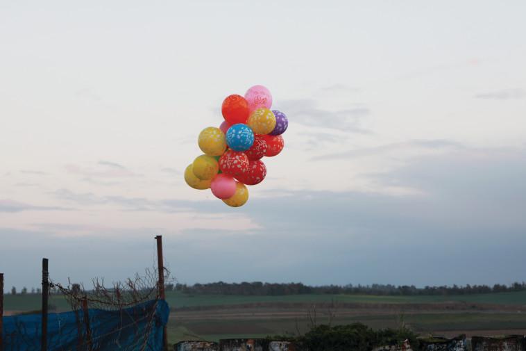 בלוני נפץ (צילום: פלאש 90)