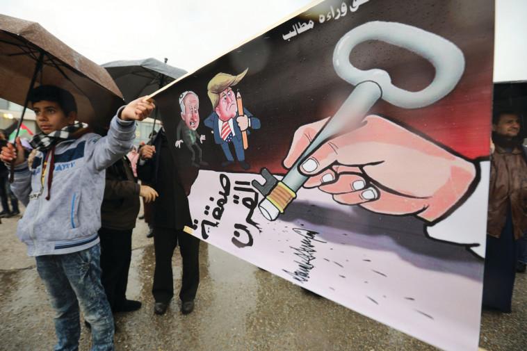 הפגנה בעמאן נגד תוכנית טראמפ. צילום: רויטרס