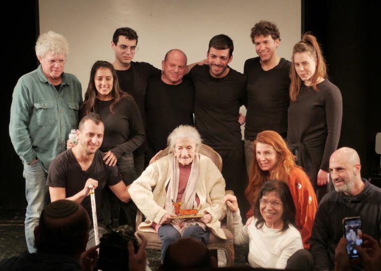 נעמי פולני וצוות פסטיבל חיפה הבינלאומי ה-30 להצגות ילדים של תיאטרון חיפה (צילום: קיץ ברבנר)
