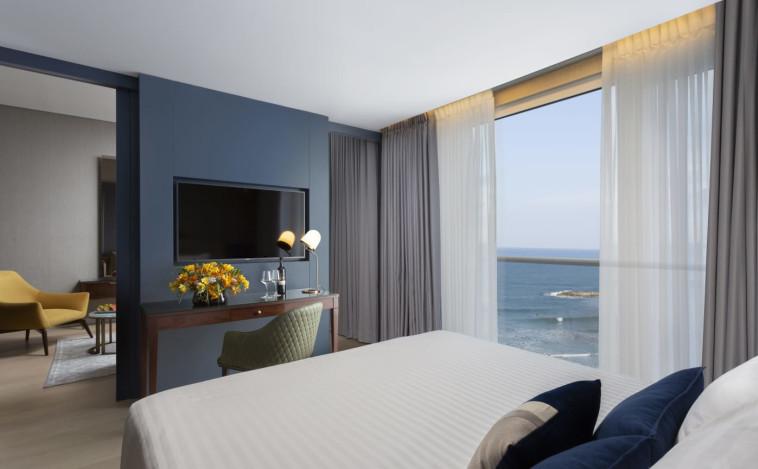 סוויטה רומנטית במלון קראון פלאזה. צילום : אסף פינצ'וק