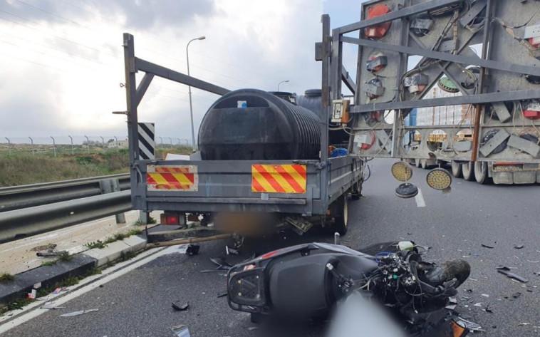 """זירת התאונה בכביש 443, צילום: תיעוד מבצעי מד""""א"""