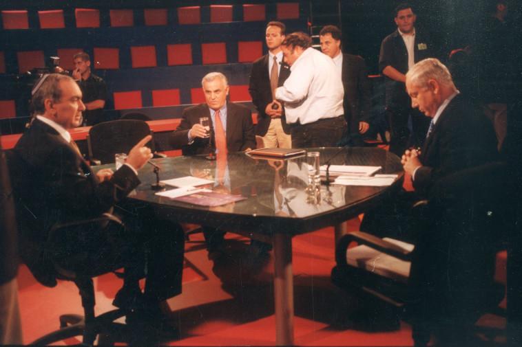 העימות בין בנימין נתניהו לאיציק מרדכי בבחירות 1999. צילום: אלי דסה