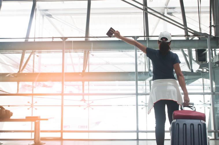 ילדה בשדה תעופה, אילוסטרציה (צילום: ingimages.com)