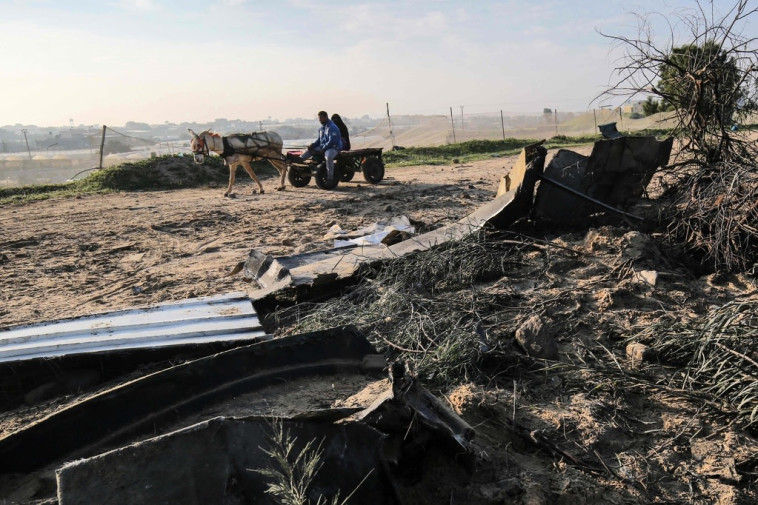 תוצאות התקיפה ברצועת עזה (צילום: רשתות ערביות)