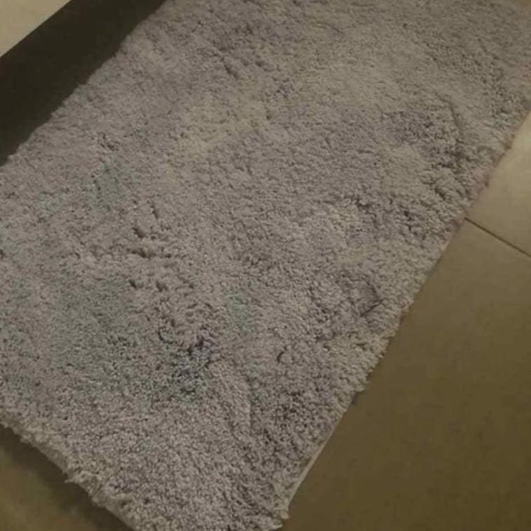 תמונה נוספת של שטיח האמבטיה (צילום: צילום מסך פייסבוק)