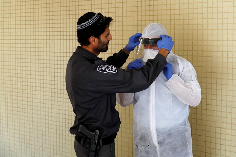 נגיף הקורונה בישראל (צילום: REUTERS/Ronen Zvulun)
