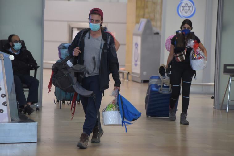 קורונה: המטיילים הישראלים שבים מפרו (צילום: אבשלום ששוני)