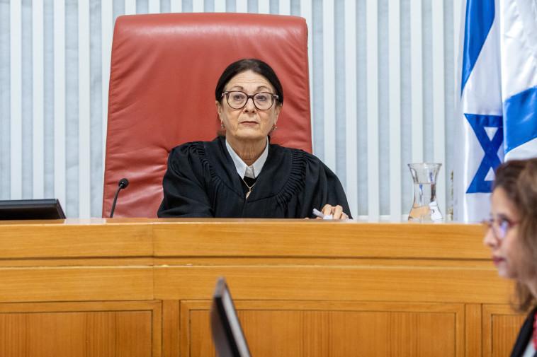 השופטת חיות במהלך הדיון בעניינו של אדלשטיין  (צילום: אמיל סלמן)