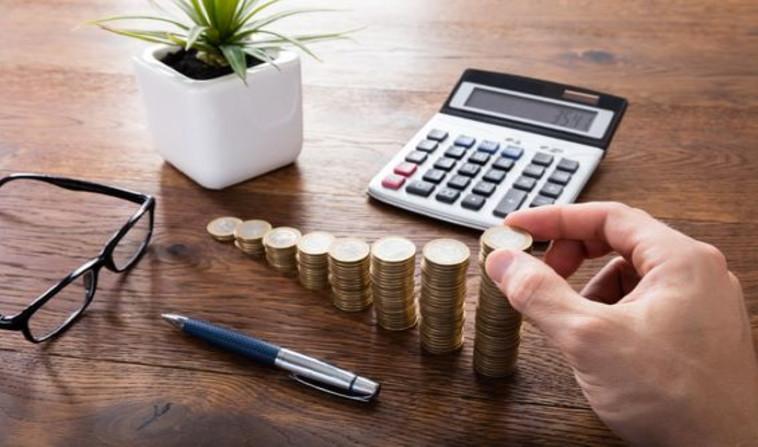 חישוב מס הכנסה (צילום: שאטרסטוק)