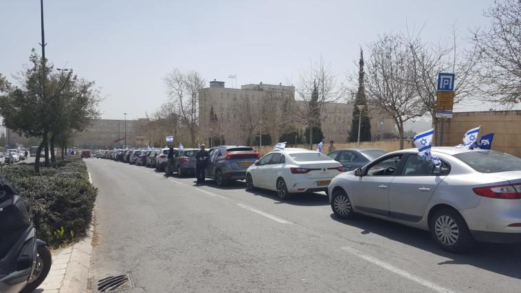 שיירת המכוניות של אם תרצו נגד בג''ץ (צילום: אם תרצו)