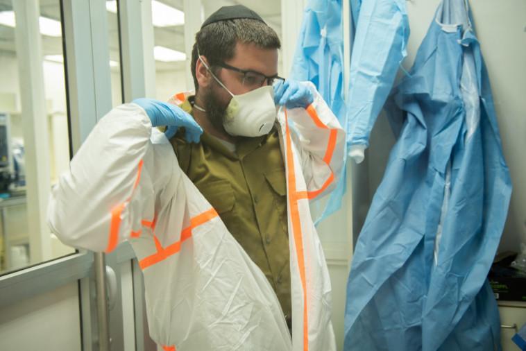 המעבדה הצה''לית לזיהוי נגיף הקורונה (צילום: דובר צה''ל)