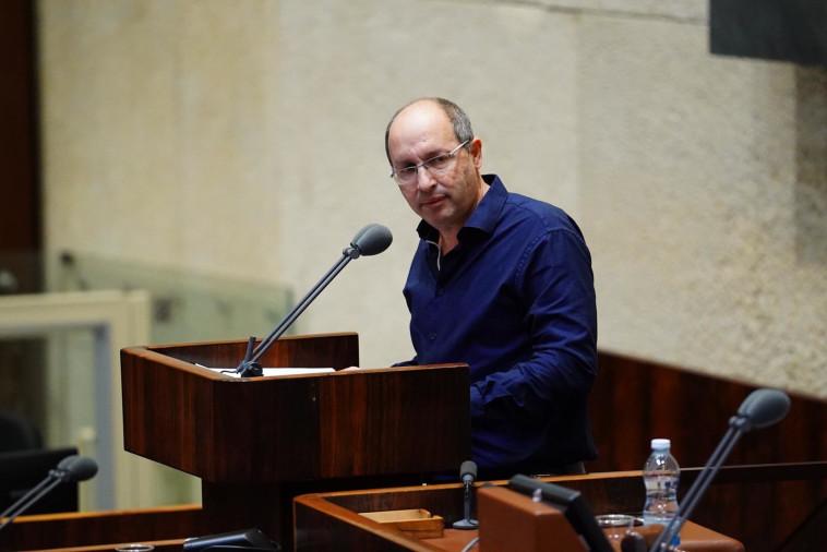 ח''כ אבי ניסנקורן מציג את הוועדות החדשות (צילום: דוברות הכנסת)
