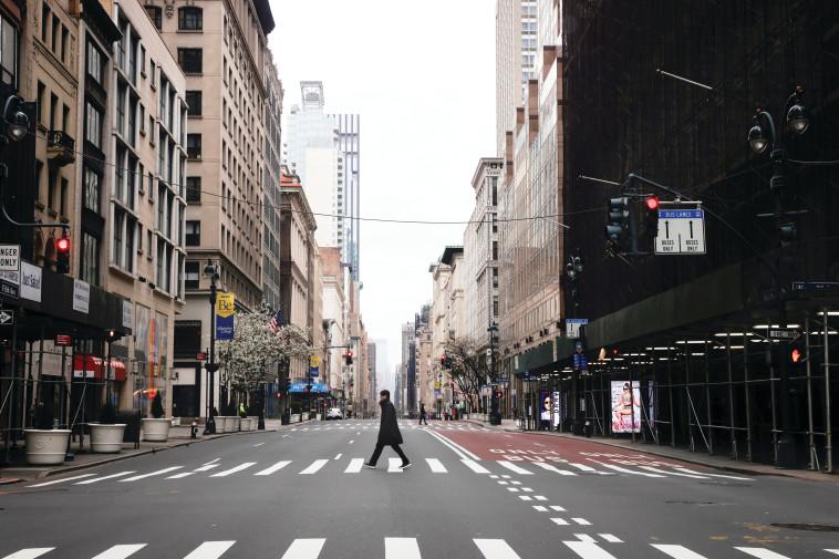 רחובות מנהטן ריקים מאדם בעקבות התפשטות הקורונה (צילום: רויטרס)