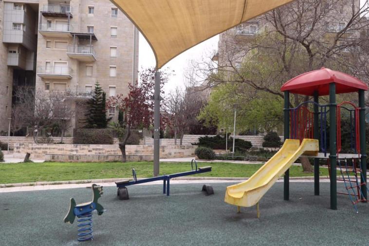 קורונה בישראל - גן שעשועים ריק (צילום: מרק ישראל סלם)
